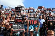 Uli Sckerl: TTIP, so nicht! - Verhandlungen stoppen und Mandat vom Kopf auf die Füße stellen. Foto: screenshot by campact.de!